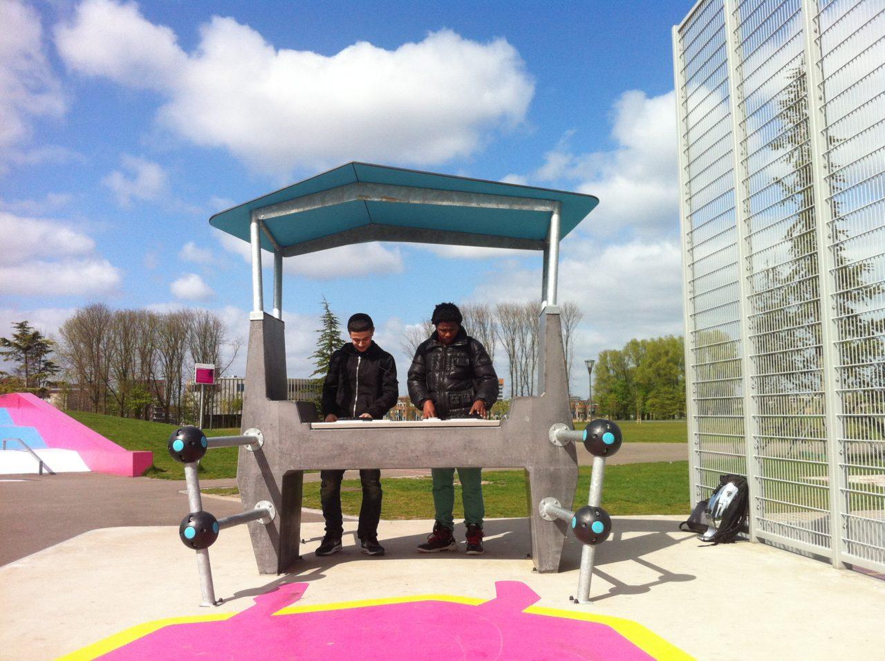 Yalp Fono - DJ Pult - In Amsterdam im öffentlichen Raum
